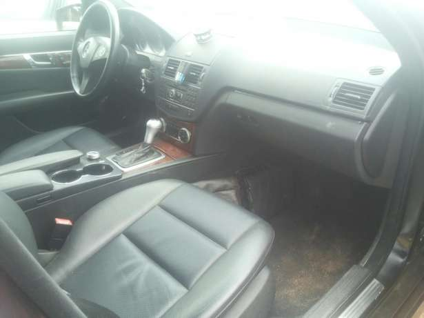 Neat 011 mercedes c350 for sale Ikeja - image 6