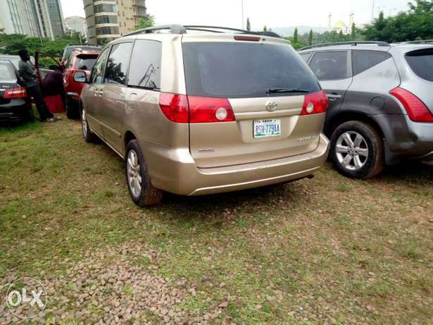 Toyota sienna Central Business District - image 7