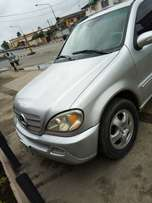 Neatly used benz ML350. 2004