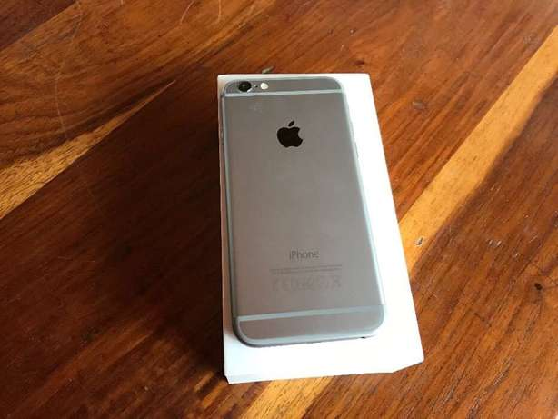 iPhone 6 16 gig black with box and all accessories Boksburg - image 2