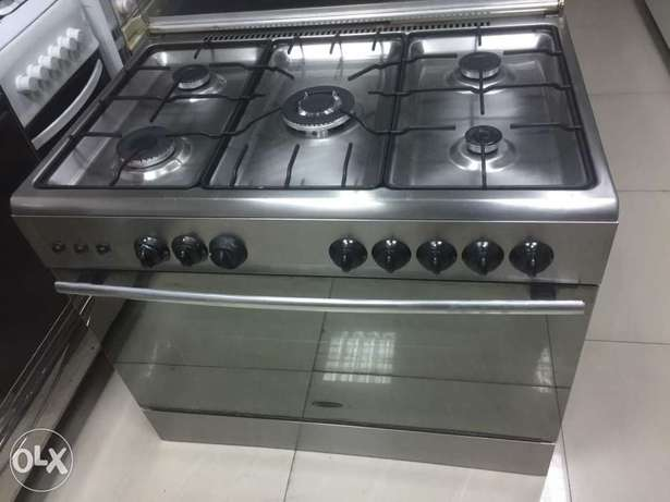 Italian oven of 5 burner very good working condition clean