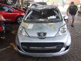 Stripping peugeot 107 trendy for spares