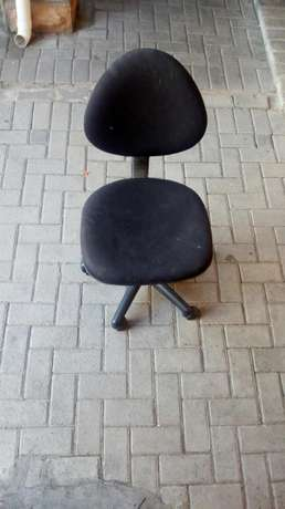 Reading desk and chair in good condition Parow - image 5