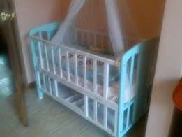 Baby bed, blue n white in good condtion ,350000 negotiable