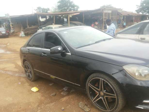 Neat 011 mercedes c350 for sale Ikeja - image 4