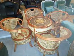 Sit out round dining table with 4chairs