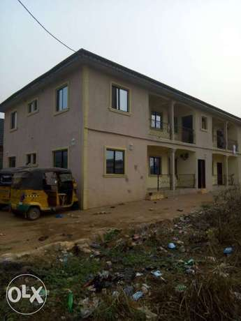 For sale 4Flat on a 50ft by 100ft by youth camp ground. Benin City - image 2