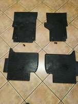 Vw Amarok rubber mats whole set.including clips for front mats