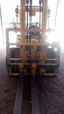 Forklift for hire 3tonnes to 5tonnes Biashara - image 3