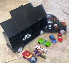 Hot Wheels Transporter/Carry Case/Cars/Track Pieces