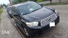 A clean registered 2009 toyota highlander for N3.850m