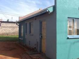 Vacantt 2 bed house for rent in ebony park for R4500