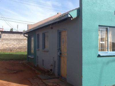 Vacantt 2 bed house for rent in ebony park for R4500 Midrand - image 1