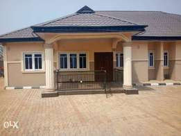 To let: Lovely 3bedrm flat 2 toilet available in Ijapo estate Akure