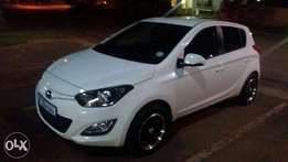 2013 white Hyundai i20 for sale neg.