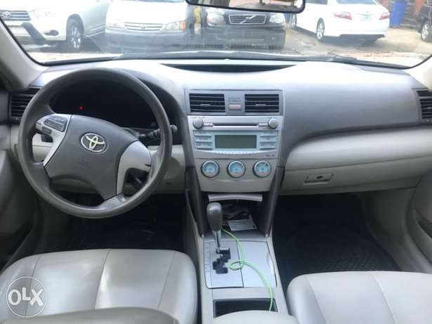 Registered 2007 Toyota Camry (Leather seats,upgraded 2011 kit) 1.98M Surulere - image 5