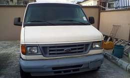 Suoer Clean Ford E-Series Van (2004)