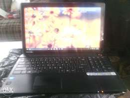 Toshiba laptop, touch screen, 4g ram, 500g HHD, 4hrs back up.