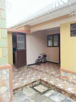 Spacious Single-self contained room with kithen & wadrope at 200000/=