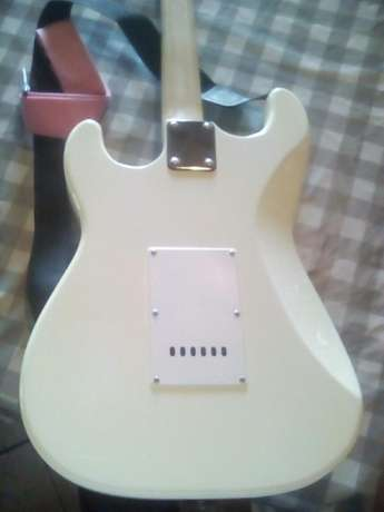 Ritmiiller Electrical Guitar for sale. MUST GO TODAY very negotiable Ashburton - image 6