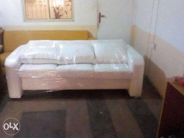 Exclusive all white leather 3 seater sofa Lagos Mainland - image 1