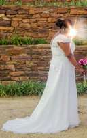 Excellent Wedding dress for sale R6500