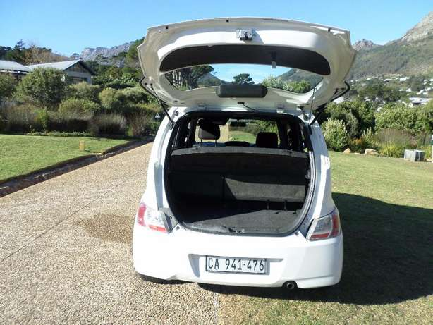 Daihatsu Materia 1.5 low Kms excellent condition Hout Bay - image 4