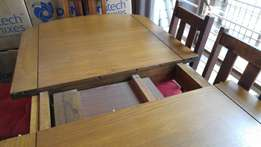 Dining room table extendable to 8-seater