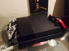 PS4 500GB with Alot of Games, 2 Pads