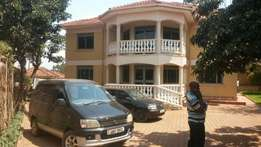 3bedrooms 3 toilets flat in Naalya for sale at 650m