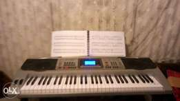 New student piano Keyboard (MK-810), one month old