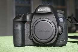 used canon 5d mark iii w/ 24-105 (f4 is usm) lens