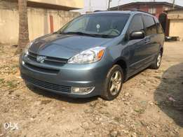 2005 Toyota Sienna for 2.1m