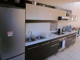"""Trendy 2 bedroom """"Lock up and Go"""" apartment in Musgrave.R4250"""