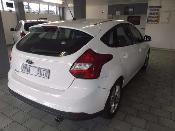 Pre Owned 2012 Ford Focus 1.6 t/l Johannesburg - image 5