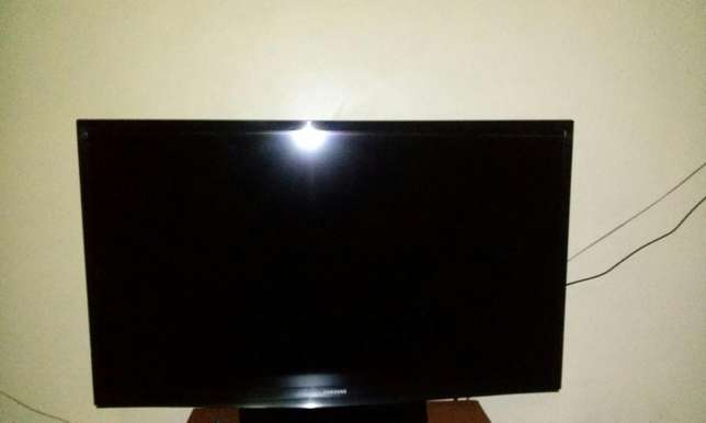 "Samsung LED 32"" TV set Umoja - image 5"