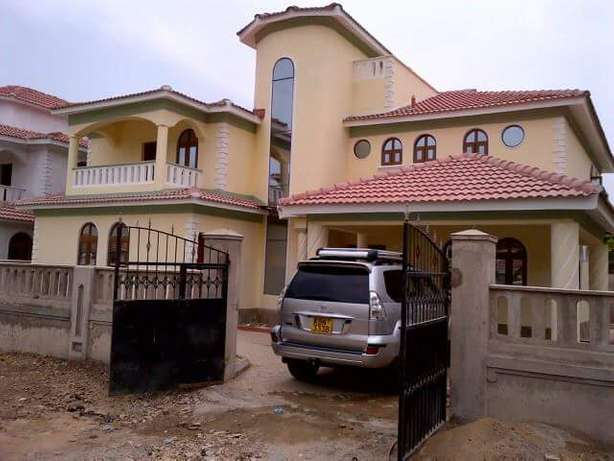 LUXURIOUS 4 bedroom HOUSE with fitted air conditioners Nyali - image 1