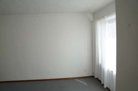 Large 2 Bedroom Apartment Kenilworth - image 4