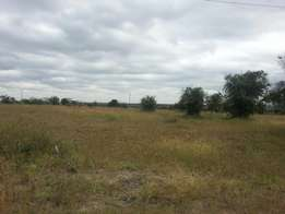 5 acres for sale touching Mombasa road at 25M per acre.