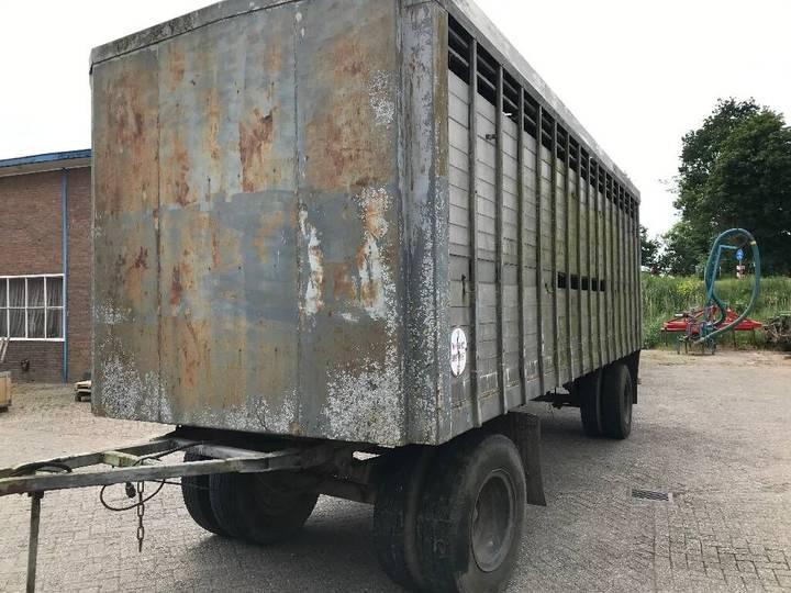 livestock semi-trailer