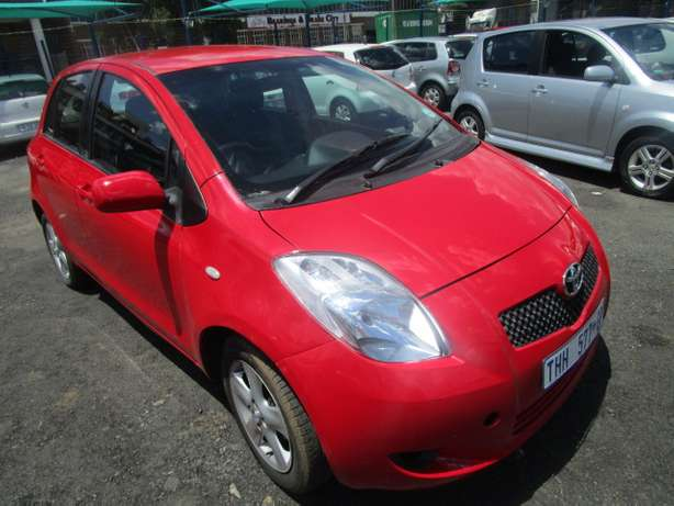 Toyota Yaris T3 H/B A/T 2007 model with 5 doors Johannesburg - image 2