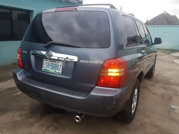 Very clean Toyota highlander 2004 model, first body. Agege - image 6