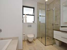 Charming neat styled Apartment in Musgrave for R6000