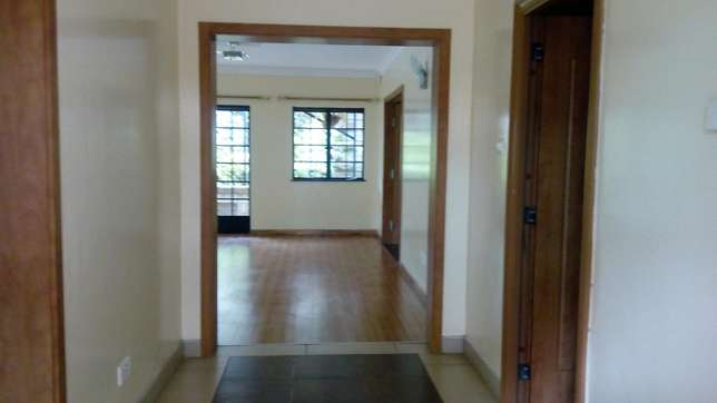A 5 bedroom townhouse with a servant quarter for letting. Kileleshwa - image 8