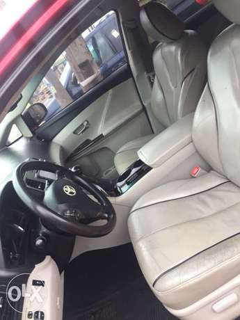 clean Toyota Venza buy and used no condition Ac chilling leather inter Ikotun - image 6
