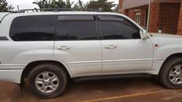 Toyota land cruiser V8 on sale at friendly price in very good conditio