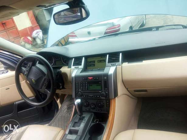 Fairly used range rover in a very sound and perfect condition Port-Harcourt - image 8