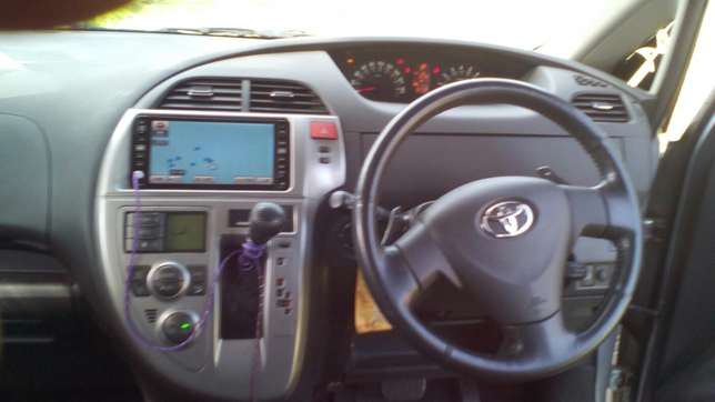 Selling toyota Elgonview - image 6