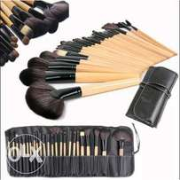 24 Piece Make Up Brush Set