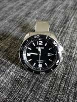 Seiko kinetic fully automatic 100m water resistant, retail R12000.